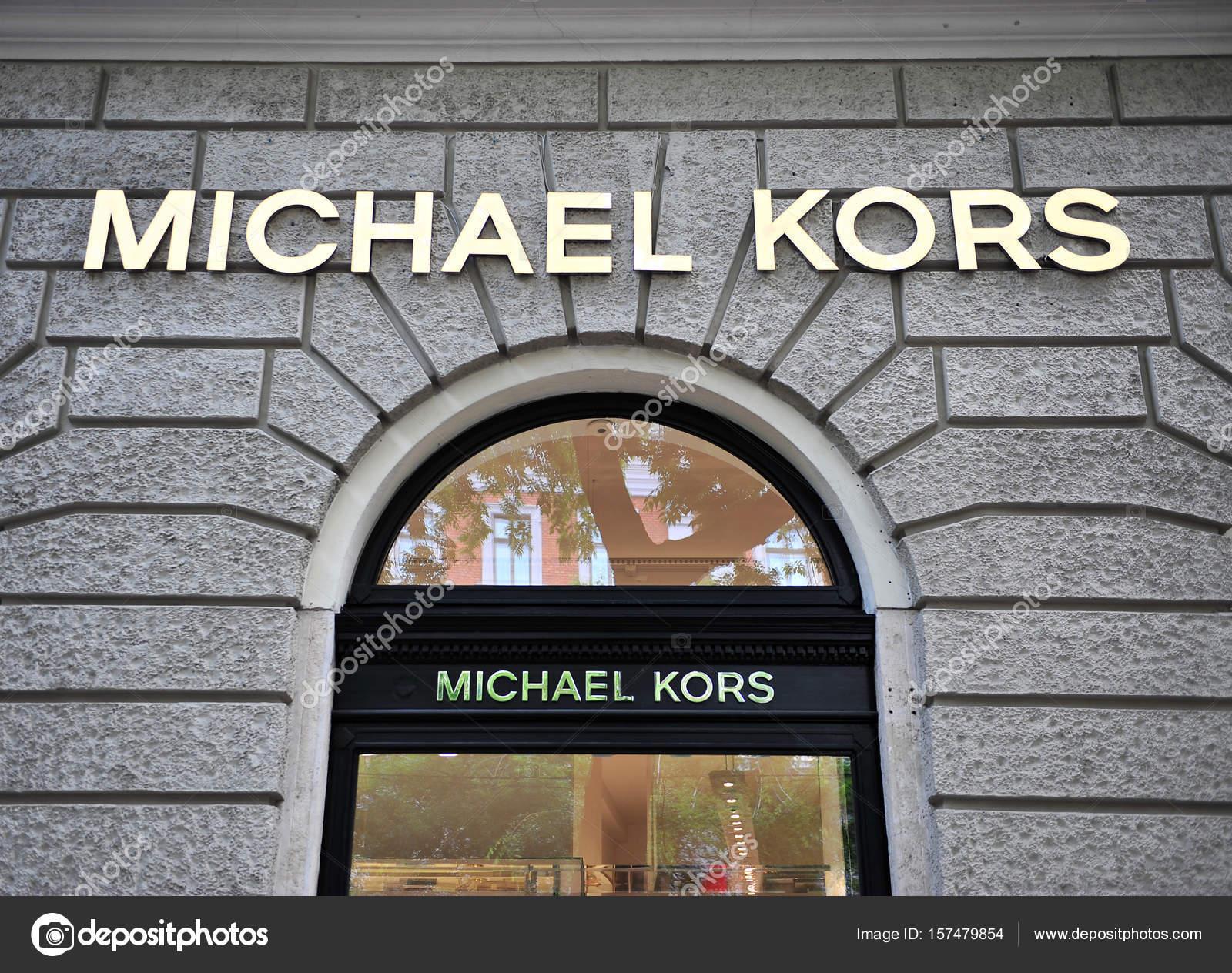 7302c400e12ee Fachada da loja Michael Kors — Fotografia de Stock Editorial ...