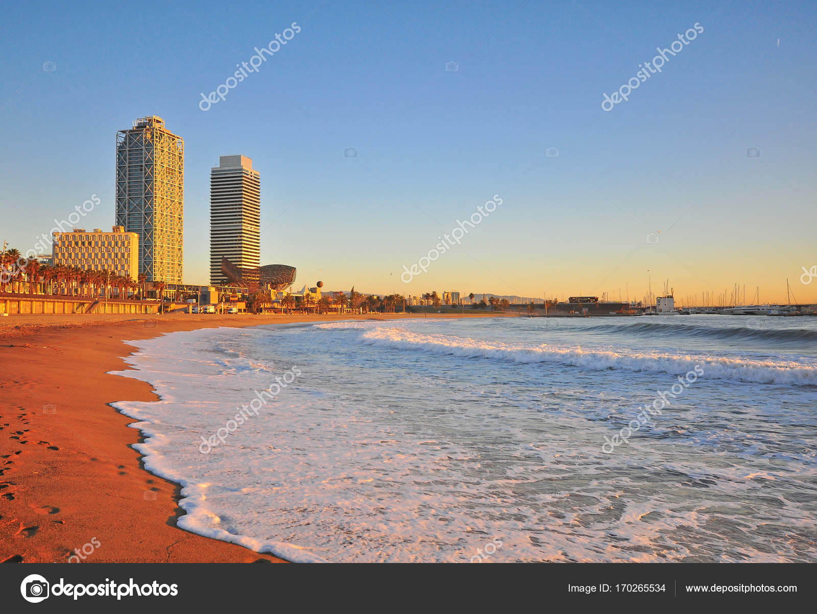 Strand Von Barcelona Auf Dem Sunset Stockfoto C Krasnevsky 170265534