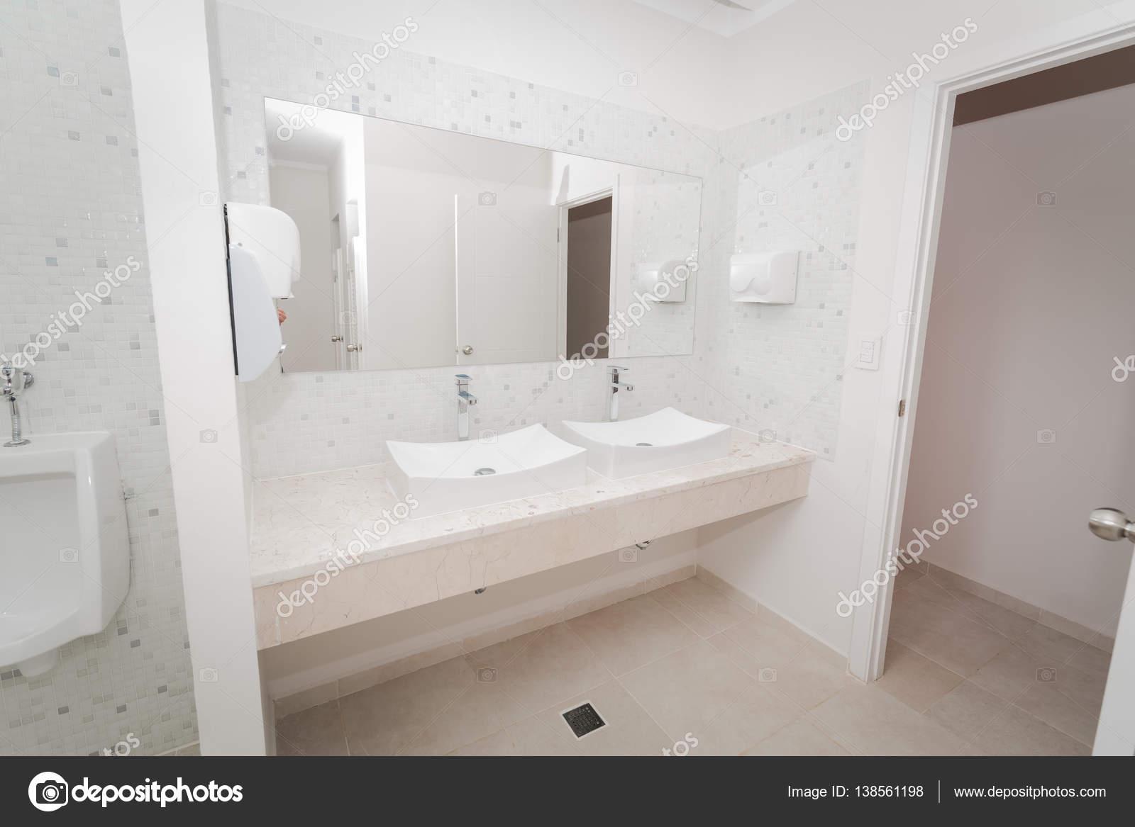Gorgeous Piękny Widok Nowoczesną Stylową łazienką Z Duży