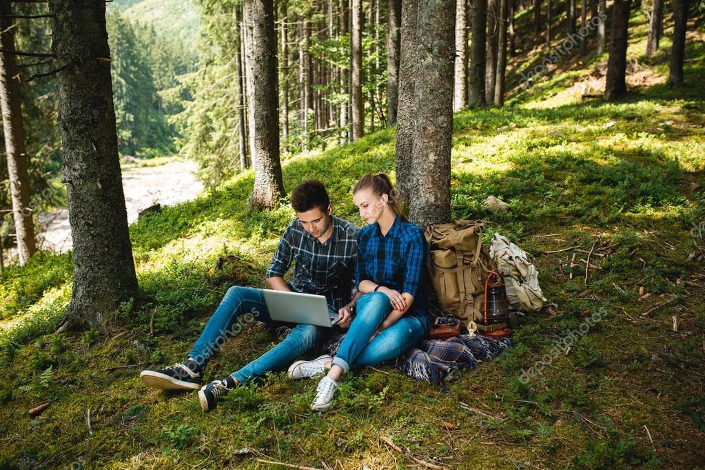 Парни отдыхают в лесу — pic 4