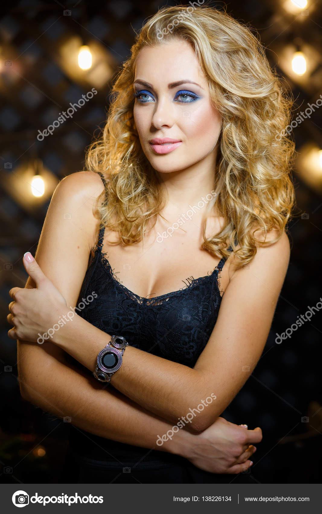 Блондинка сексапильная красивая модель