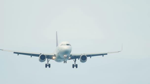 Letadlo je připravit k přistání na letišti