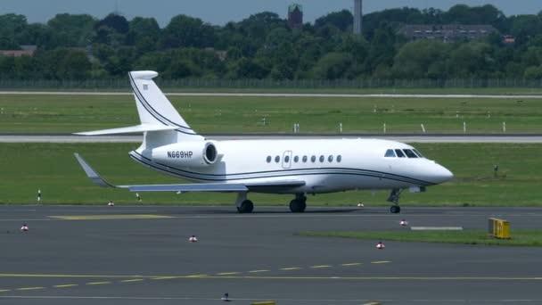 Dassault falcon 2000ex rullaggio allaeroporto di Dusseldorf
