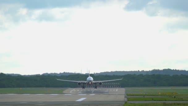 Letadlo se blíží k letišti
