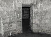 Staré opuštěné dungeony nebo katakomby