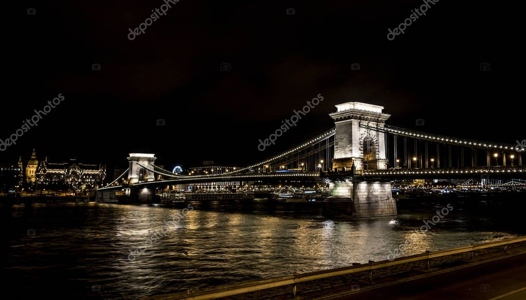 Chain Bridge Szechenyi at night, Bridge over the Danube River in Budapest.