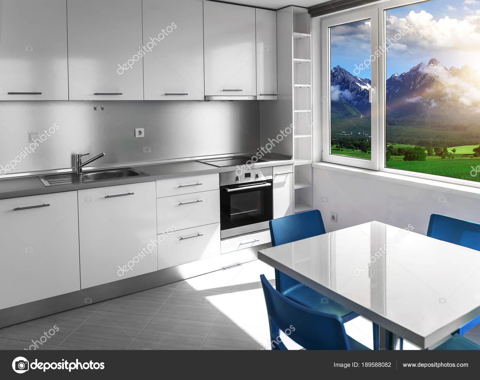 Cucina con mobili bianchi e finestre con paesaggio di montagna ...
