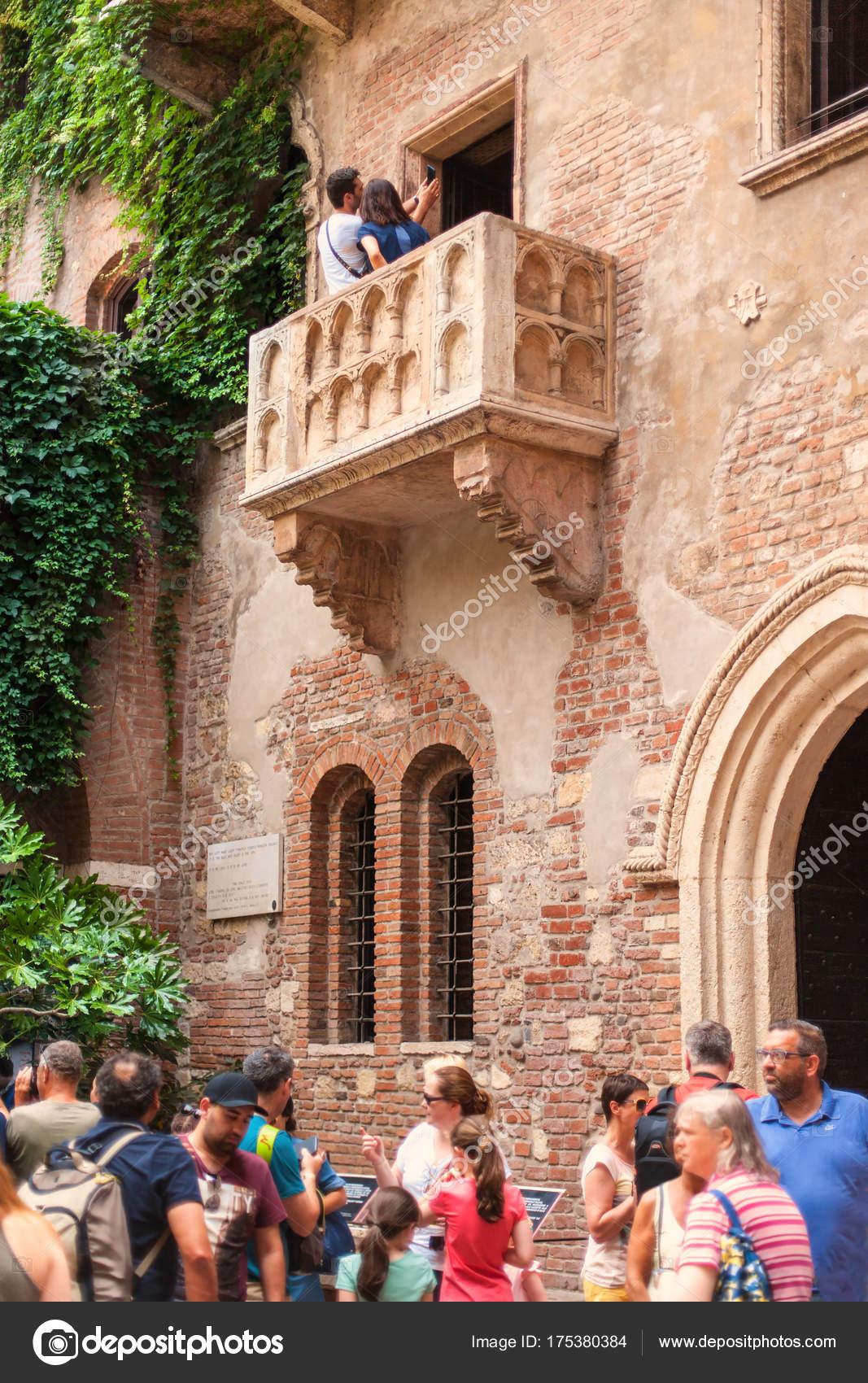 Verona Italien Juni 2017 Touristen Selfie Italien Balkon Von Romeo