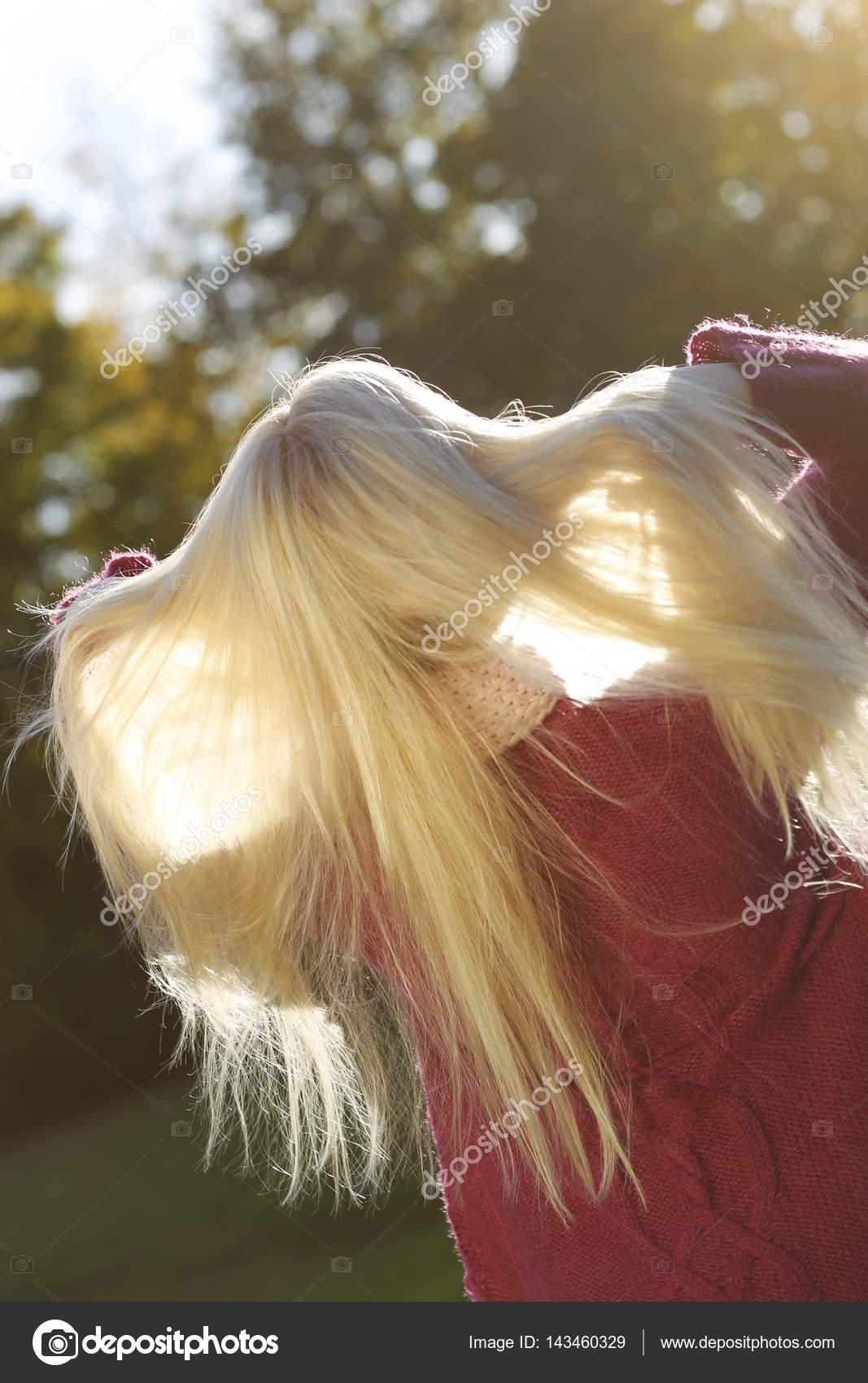 Блондинки с длинными волосами сзади, к парню пристают на улице порно онлайн