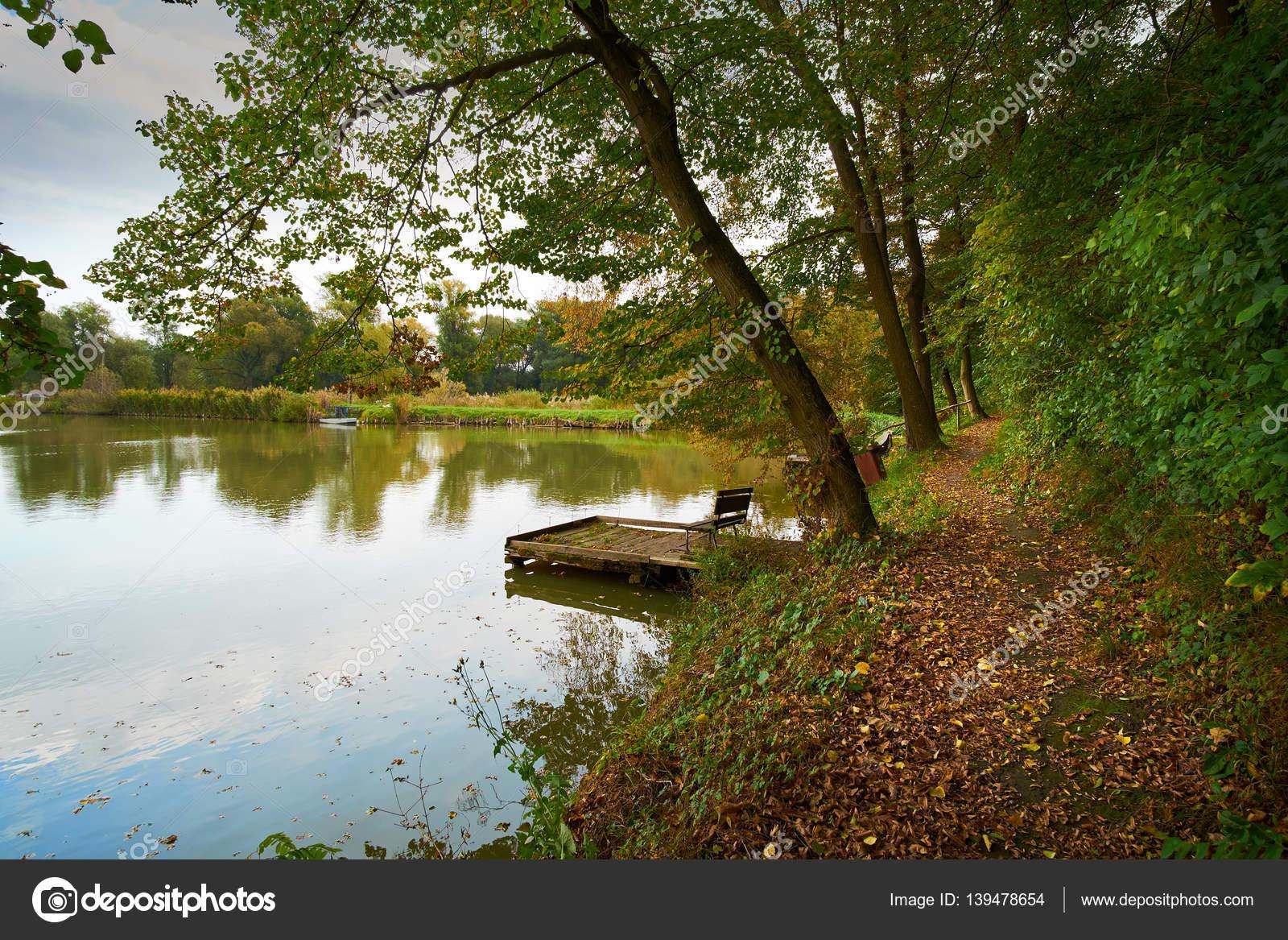 осеннее озеро картинки