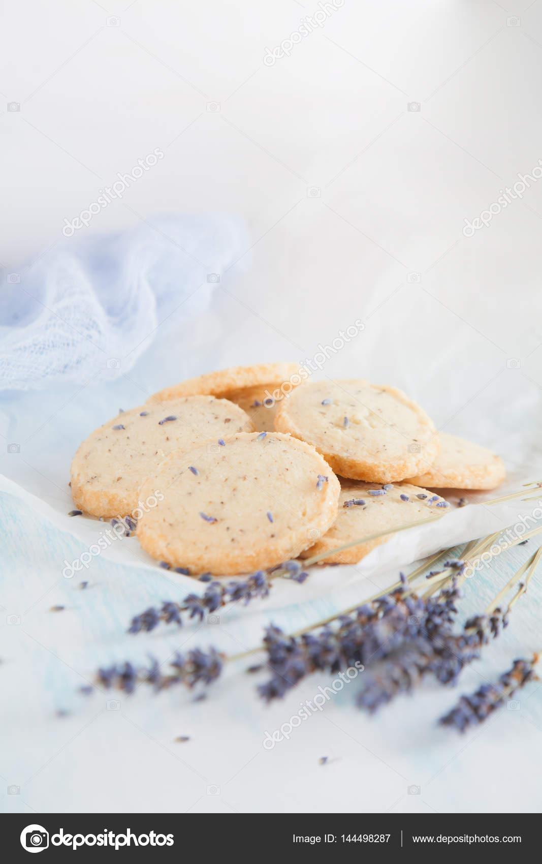 Biscotti lavanda aromatica. Cucina francese, fatto a mano — Foto ...