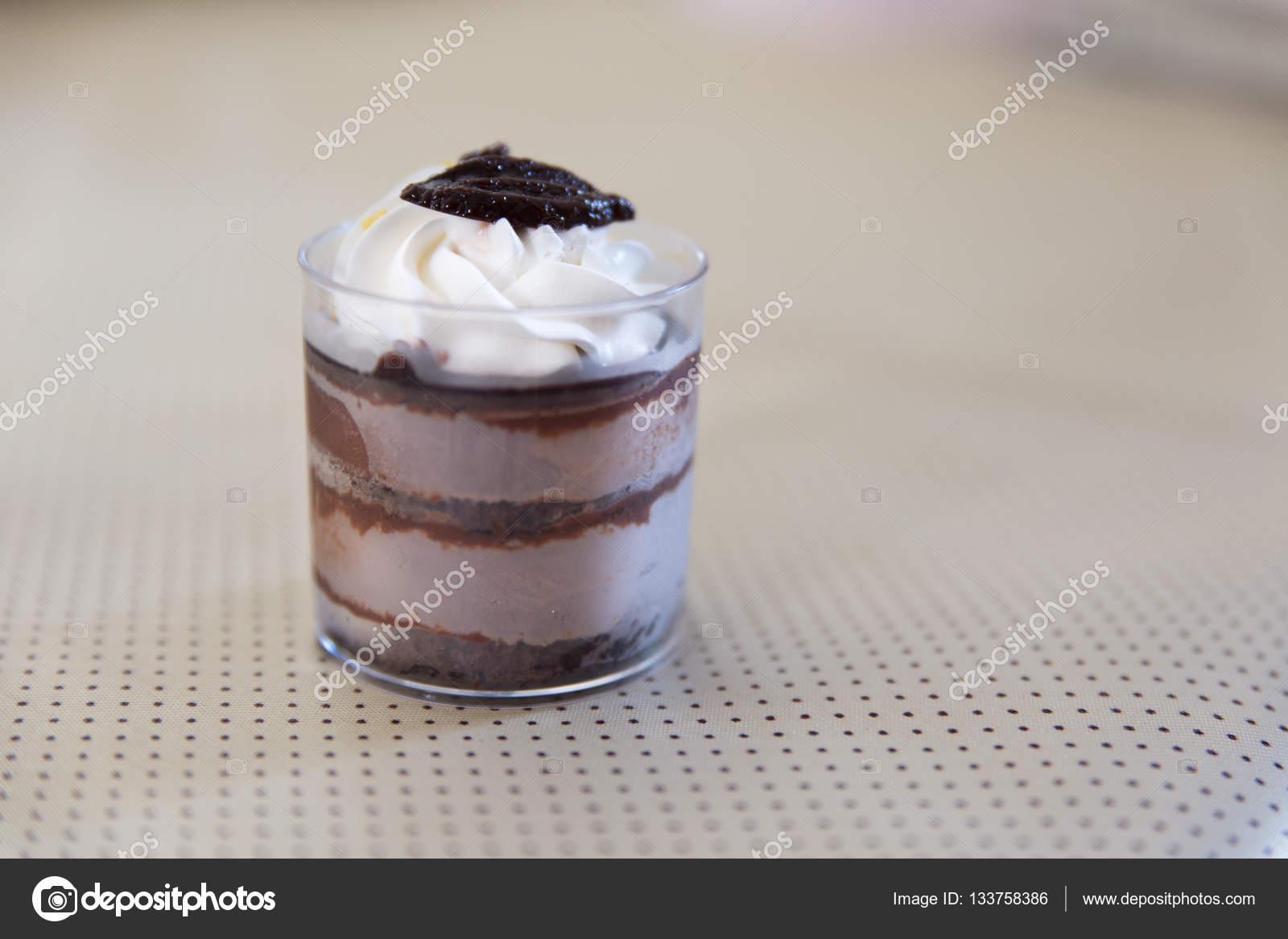 Gateau Mousse Au Chocolat Noir Avec La Creme A Fouetter