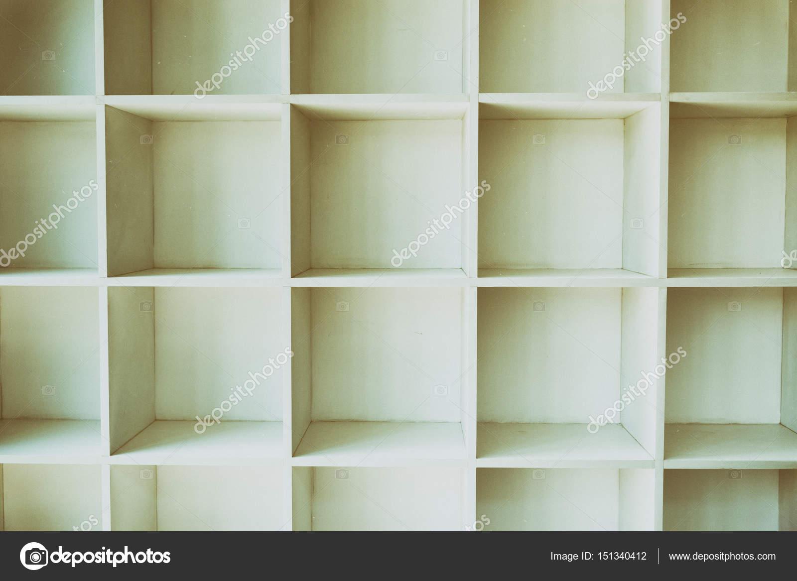 Lege Witte Boekenkast Muur Kast Met Houten Vloer Stockfoto