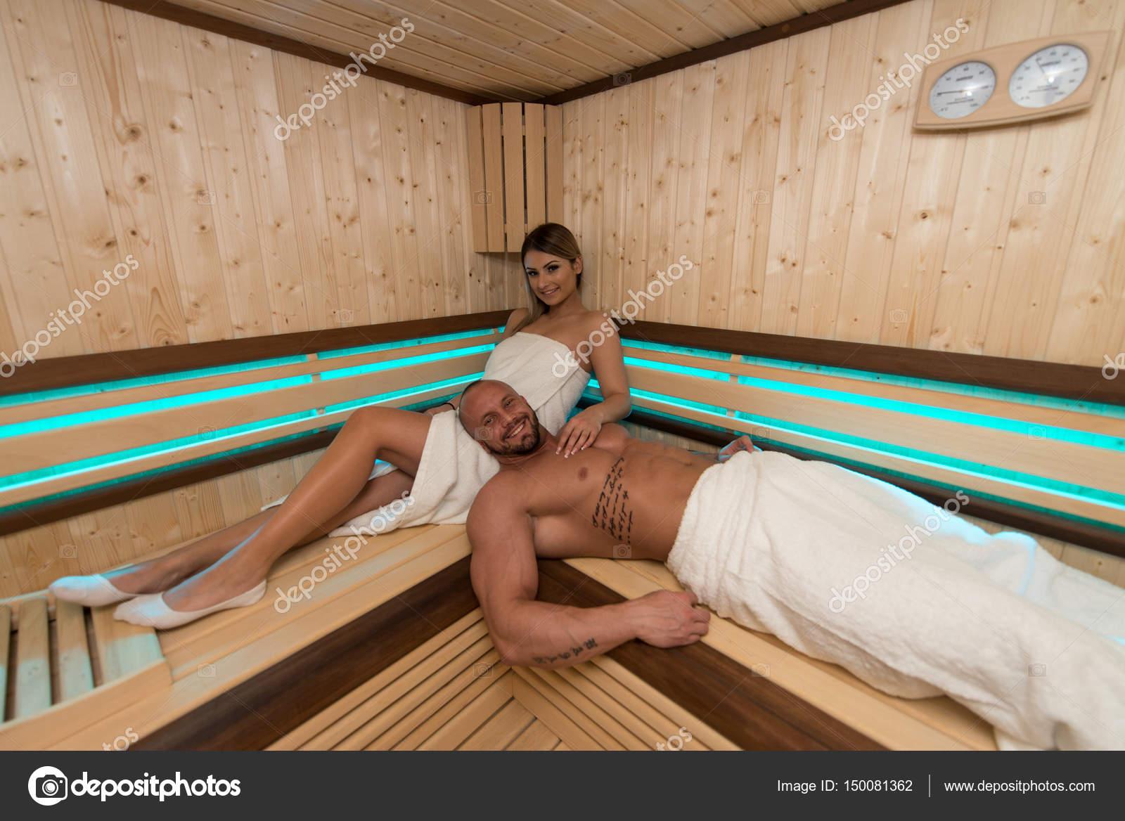 Футболисты в сауне, Жена Глушакова: Застала Дениса в бане с любовницей 25 фотография
