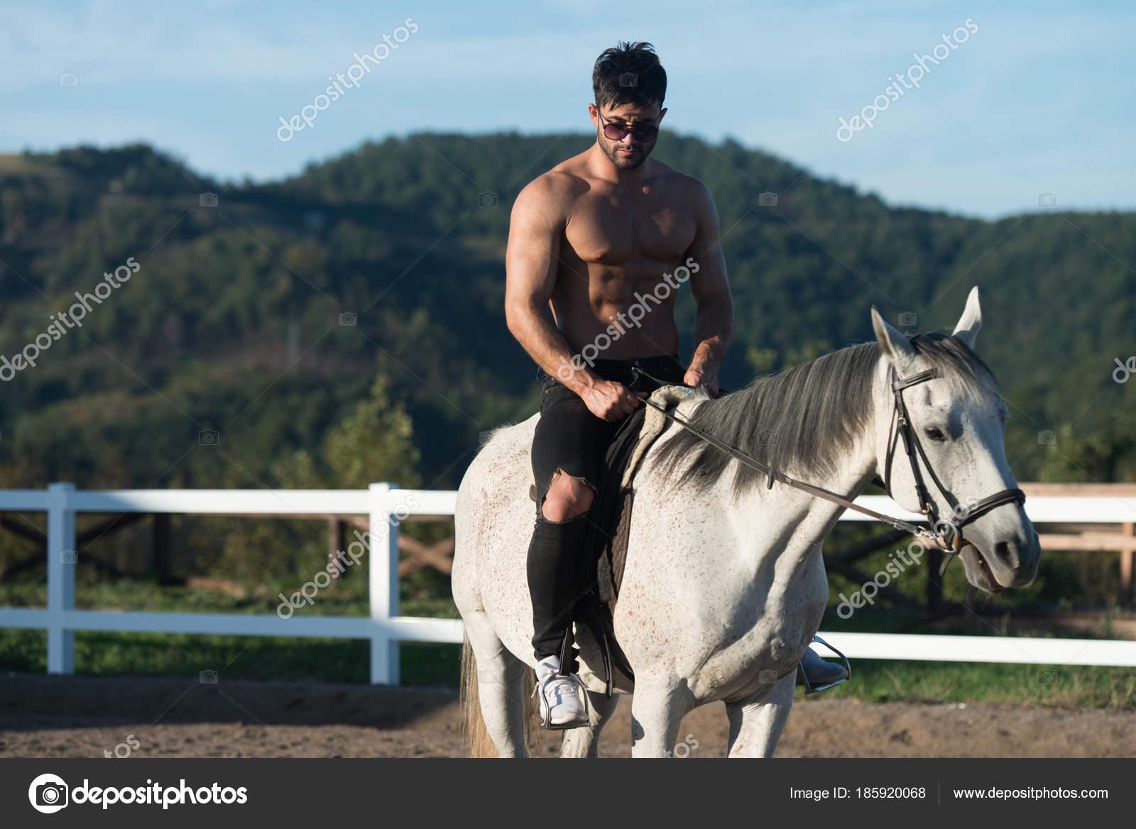 nackt reiten auf pferd