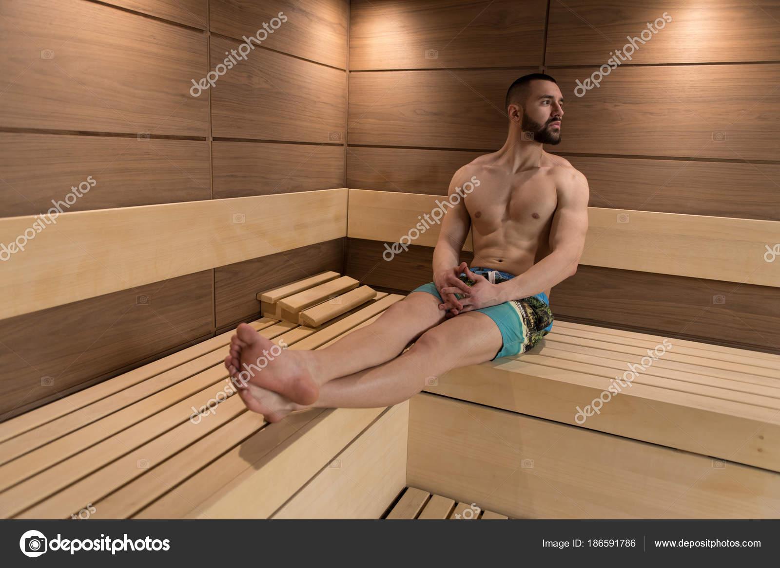 Футболисты в сауне, Жена Глушакова: Застала Дениса в бане с любовницей 26 фотография
