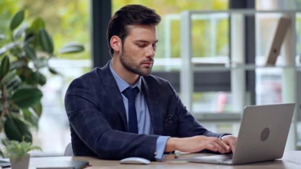szelektív fókusz az üzletember a laptop