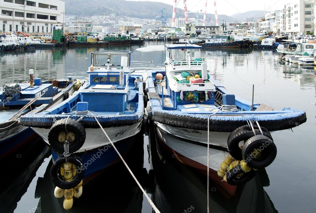 depositphotos 126251122 stock photo fishing boats in one of - Южнокорейская жемчужина - город Пусан