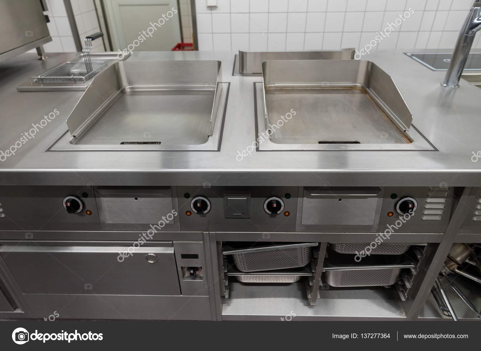 Vista Sobre O Equipamento De Cozinha Industrial Stock Photo