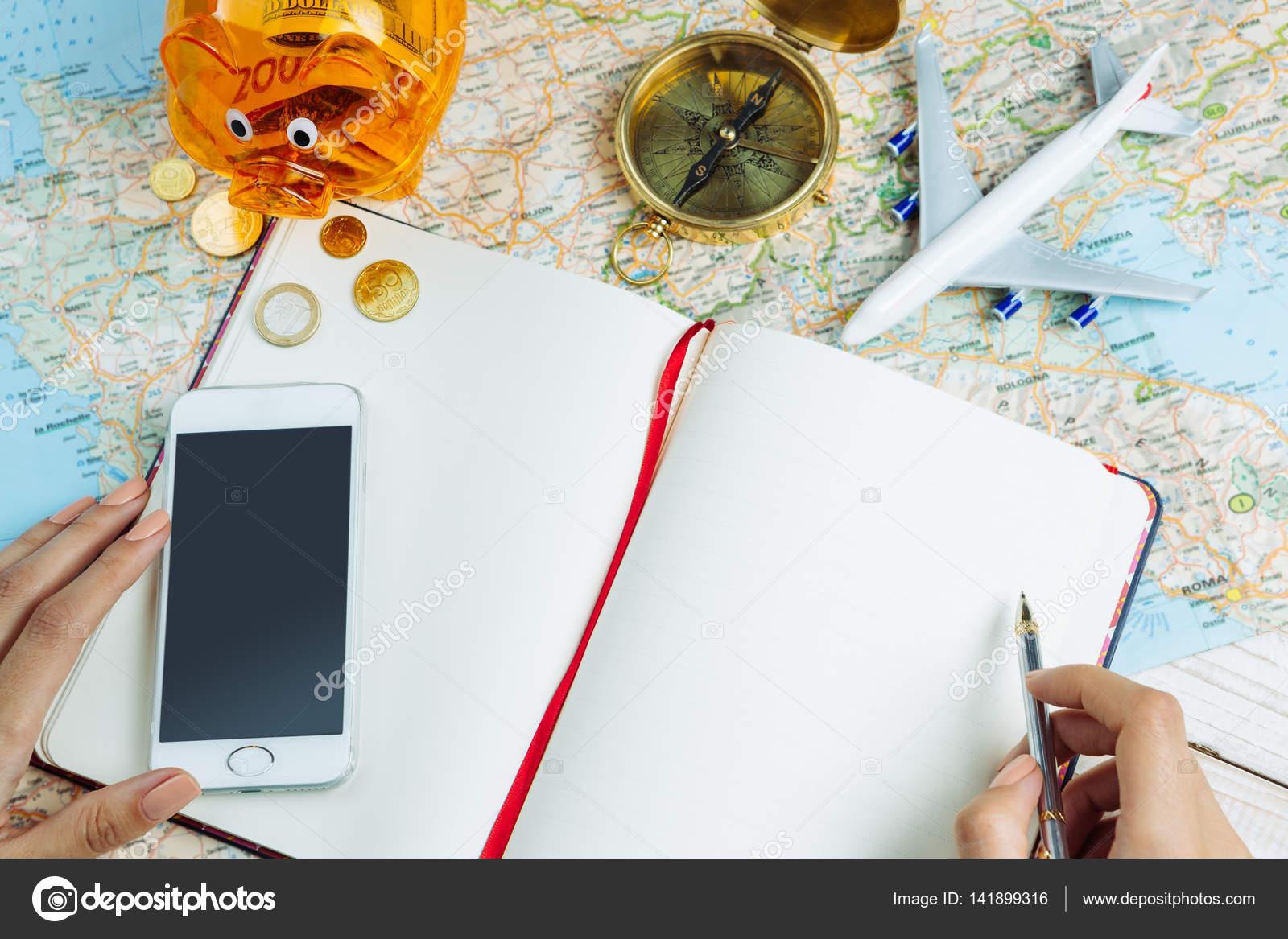Geld sparen und Reiseplanung — Stockfoto © Flydragonfly #141899316