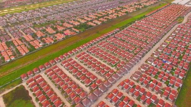Letecký pohled na sídliště, záběr z bezpilotního letounu