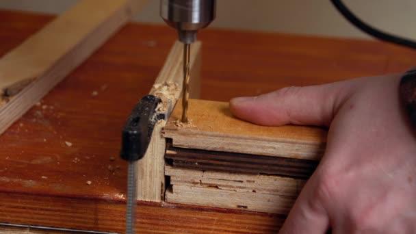 Vrtačky na kov v dřevěných prknech