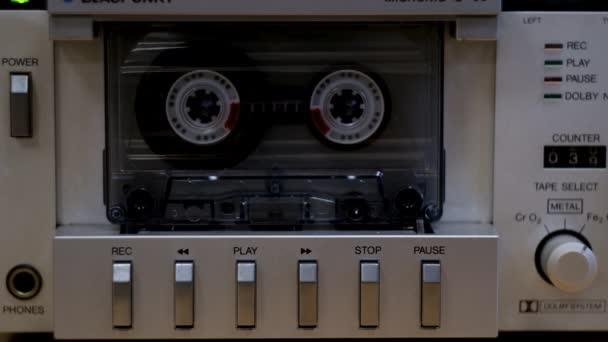 Zapněte a vypněte starý kazetový přehrávač