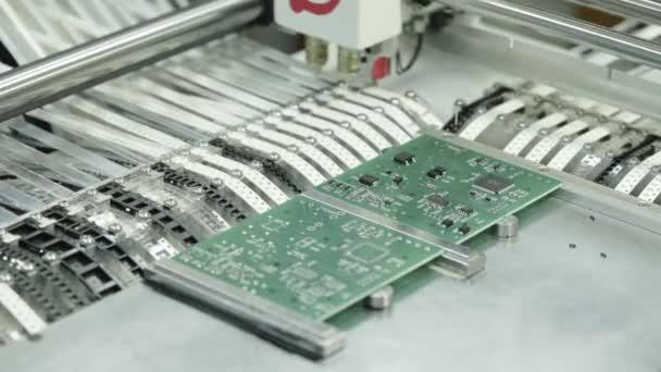 Herstellung elektronischer Platinen. Nahaufnahme.