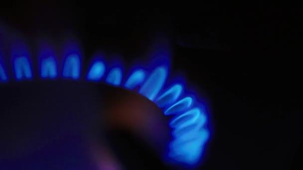 Oheň v plynovém vařiči na plynovém sporáku