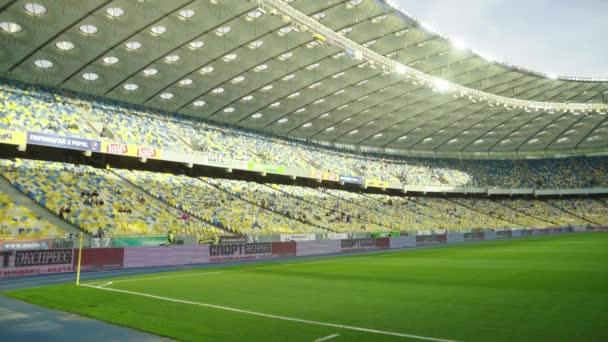 Üres nagy stadion. Olimpiyskiy vagyok. Kijevben. Ukrajna.