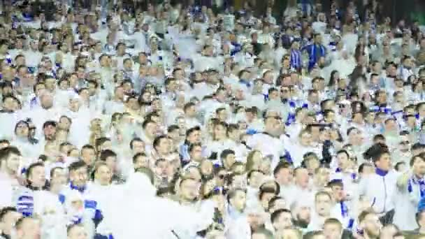 Fanoušci na stadionu během hry. Olimpiyskiy. Kyjev. Ukrajina.