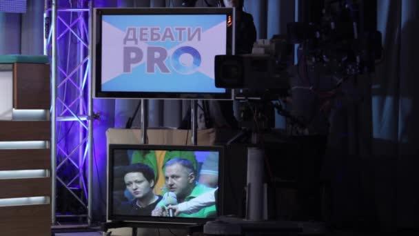 A kamera a TV stúdióban, miközben TV-t sugároz. Média
