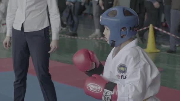 Taekwondo-Wettbewerbe. Kinder. Zeitlupe. kyiv. Ukraine