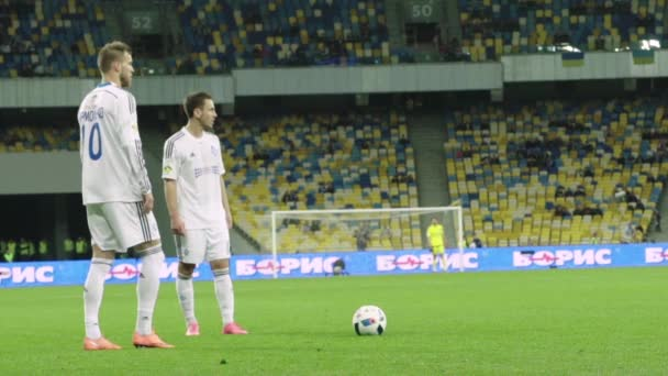 Fotbalový fotbal na stadionu. Zpomal. Olimpiyskiy. Kyjev. Ukrajina.