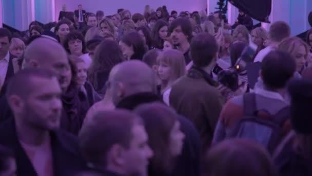 Menschenmenge bei der Veranstaltung vor dem Start.