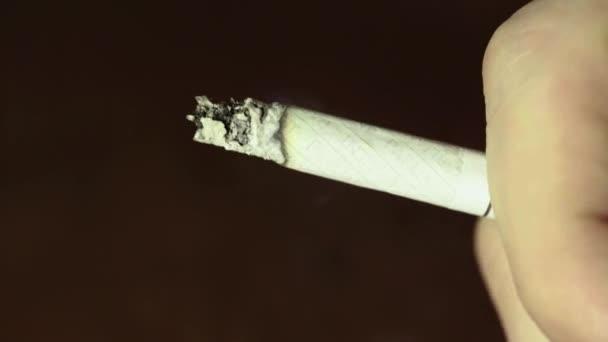 Dohányzó cigaretta közelkép makro.