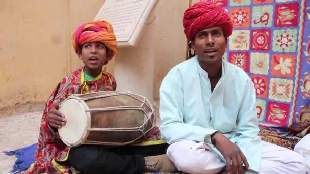 indischer Straßenmusiker. Indien