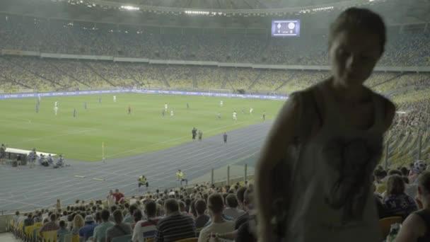 Fotbalový fotbal na stadionu. Olimpiyskiy. Kyjev. Ukrajina.