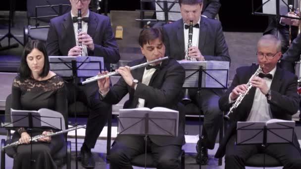 Orchestermusiker spielen Blasinstrumente. kyiv. Ukraine