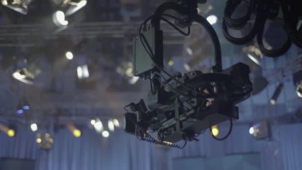 Kamera a tv stúdióban a tv felvétel alatt