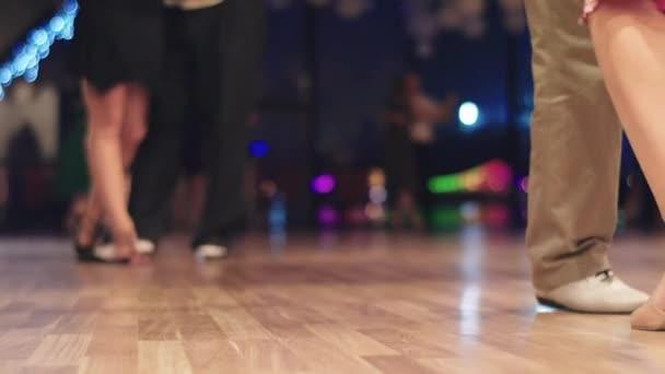 Tangotänzer Füße beim Tanzen aus nächster Nähe