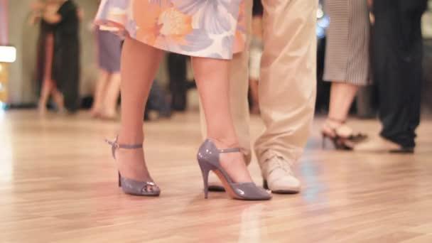 Tango tanečnice nohy při tanci zblízka