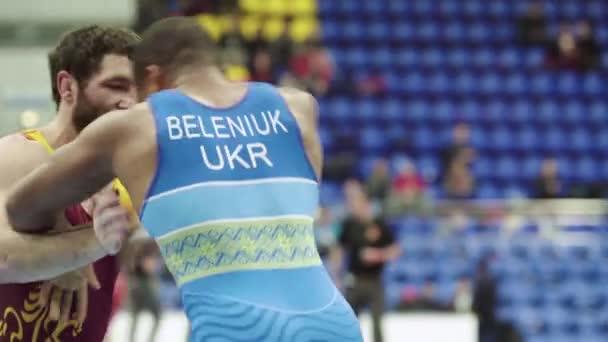 Birkózók a birkózó versenyen. Kijevben. Ukrajna