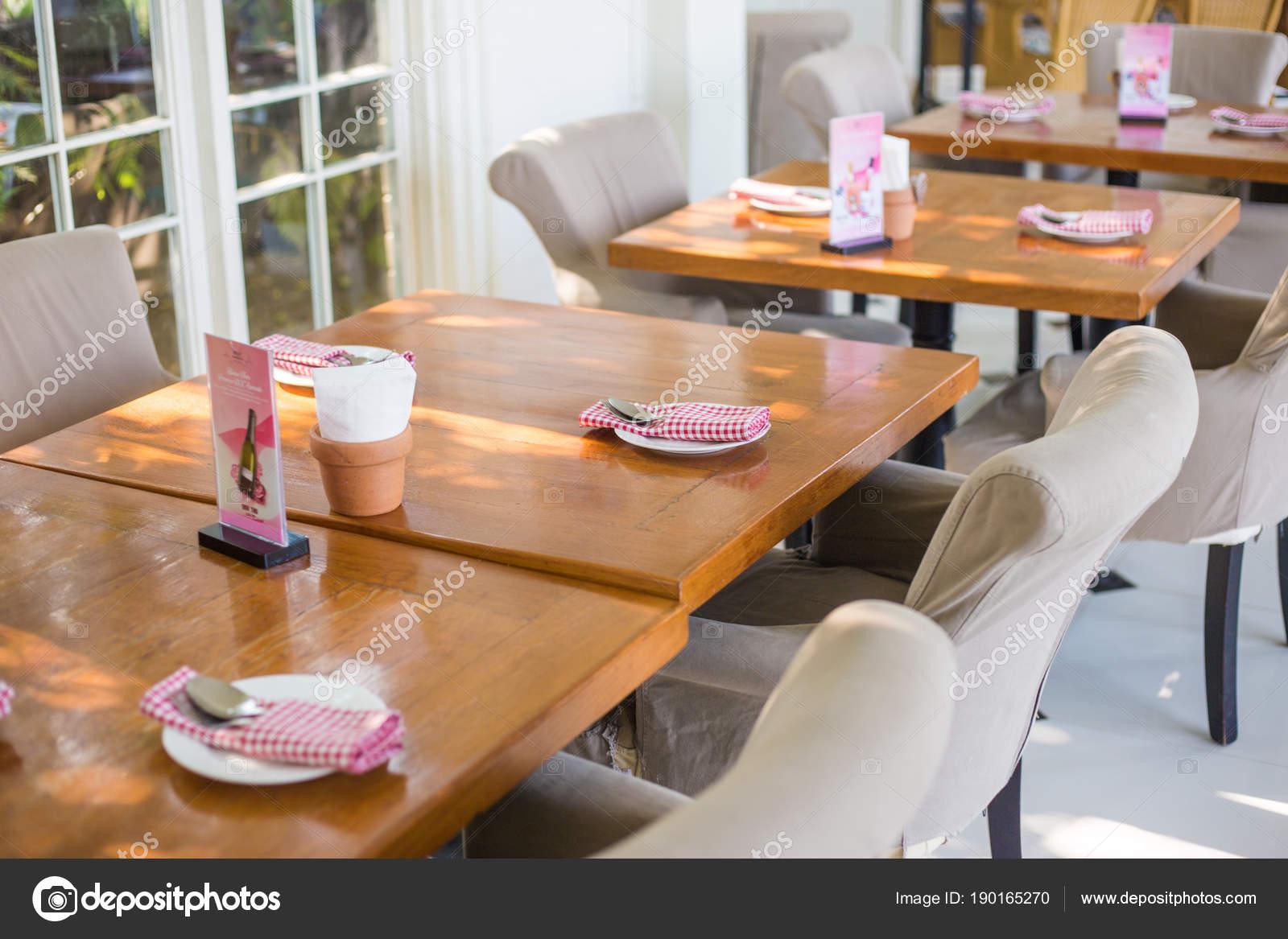 Interieur van restaurant vintage decoratie luxe café u stockfoto
