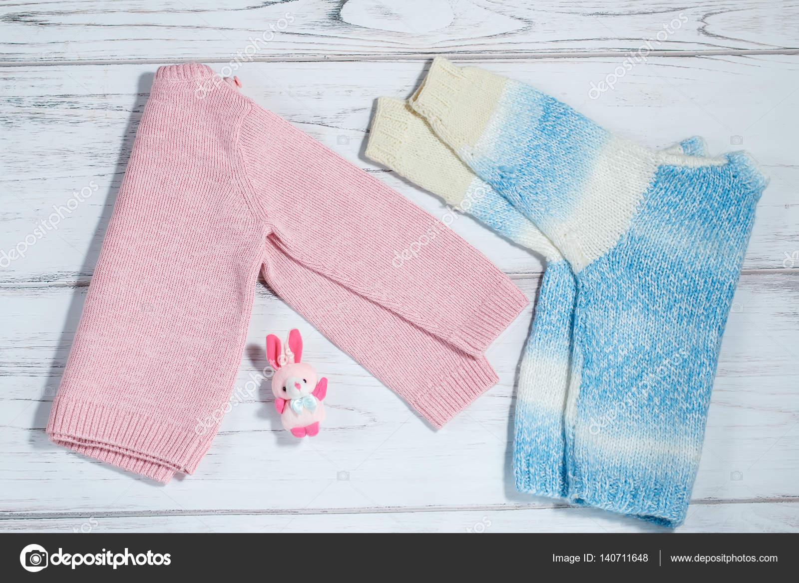 04b85534d795 Ζευγάρι πουλόβερ για μωρά — Φωτογραφία Αρχείου © marythepooh  140711648