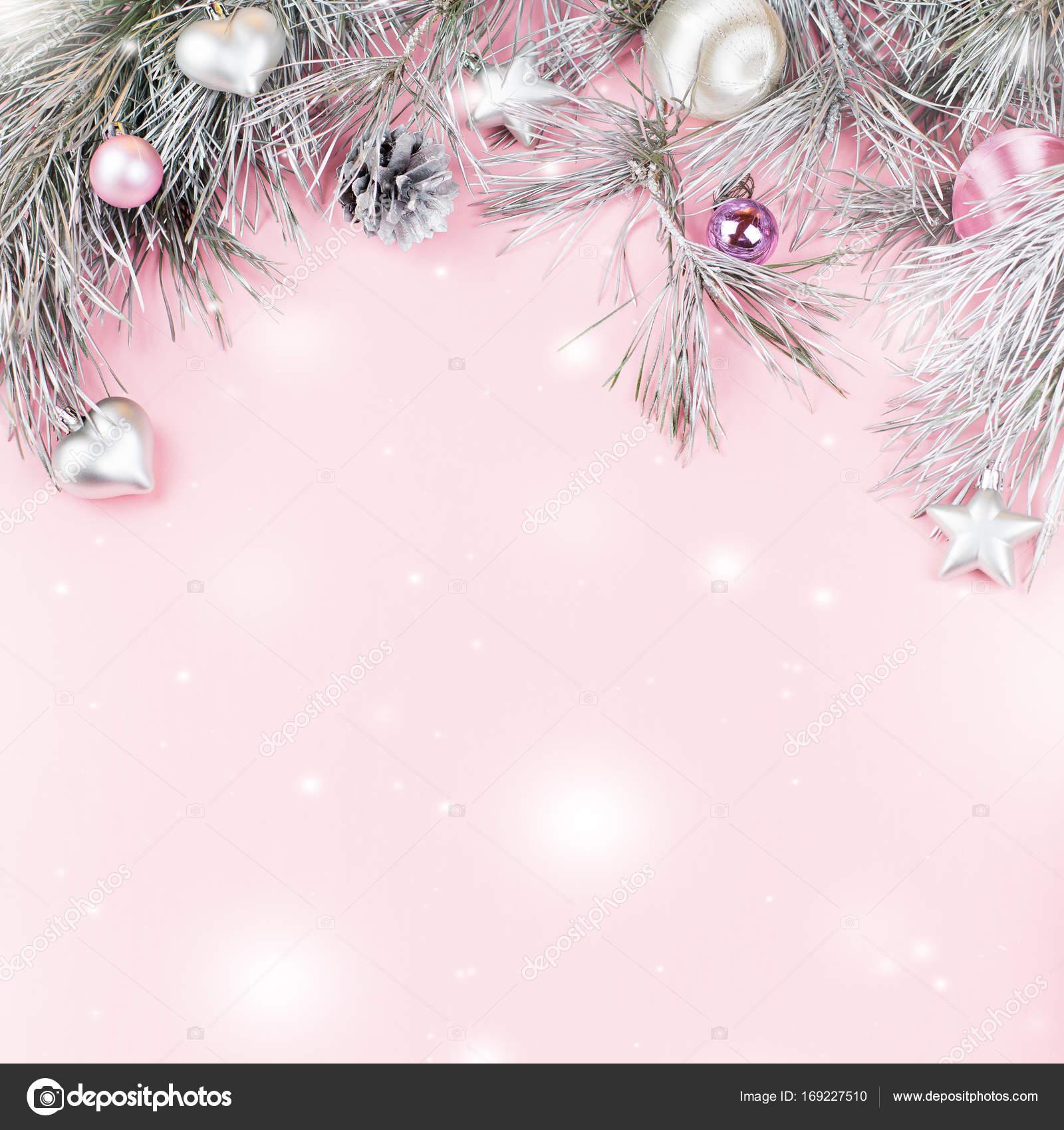 Marco de Navidad con ramas de abeto, conos de conífera, ornamentos ...