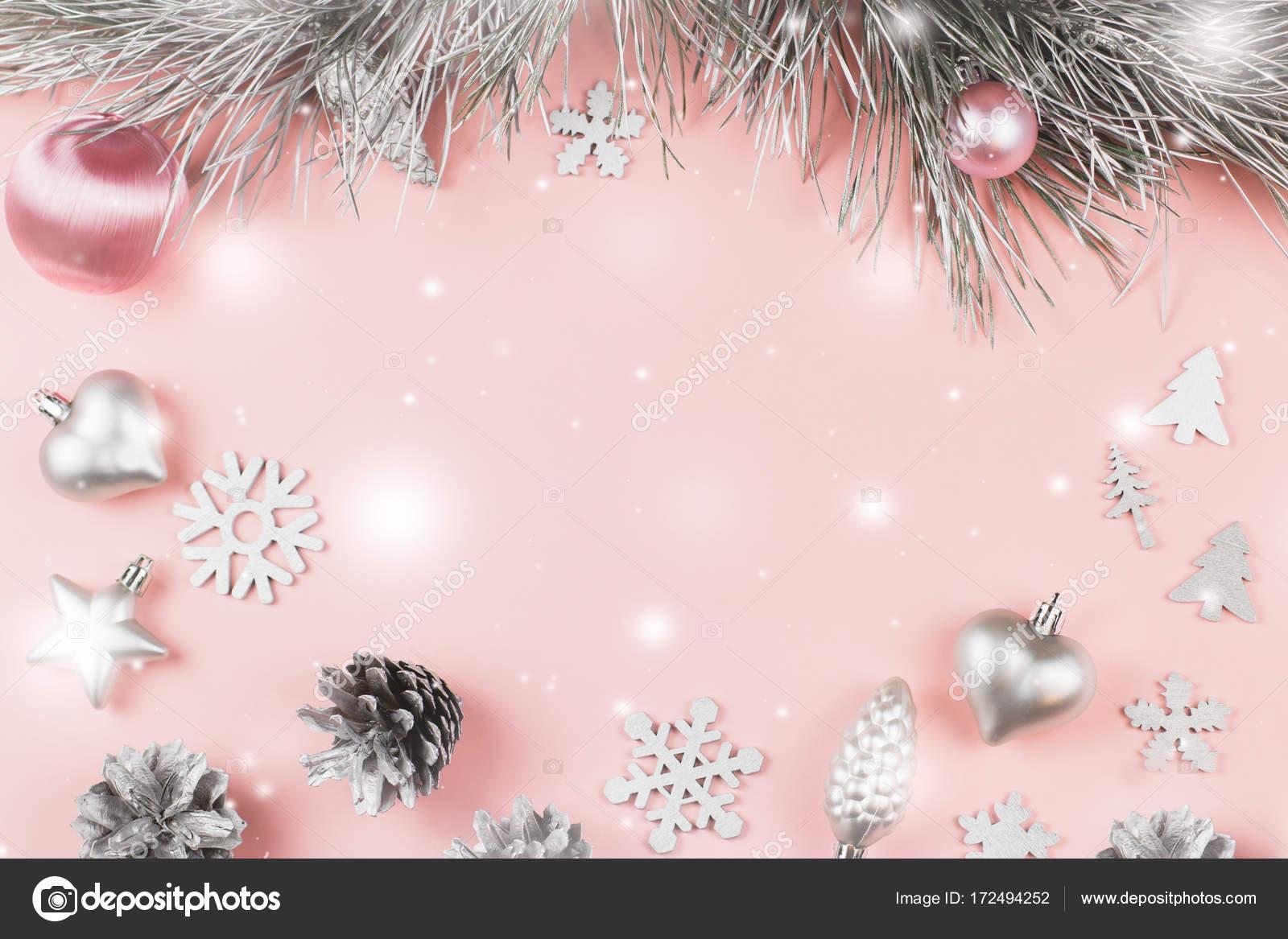 Weihnachten rahmen mit tannenzweigen nadelbaum zapfen weihnachtskugeln und silberschmuck auf - Weihnachtskugeln pastell ...