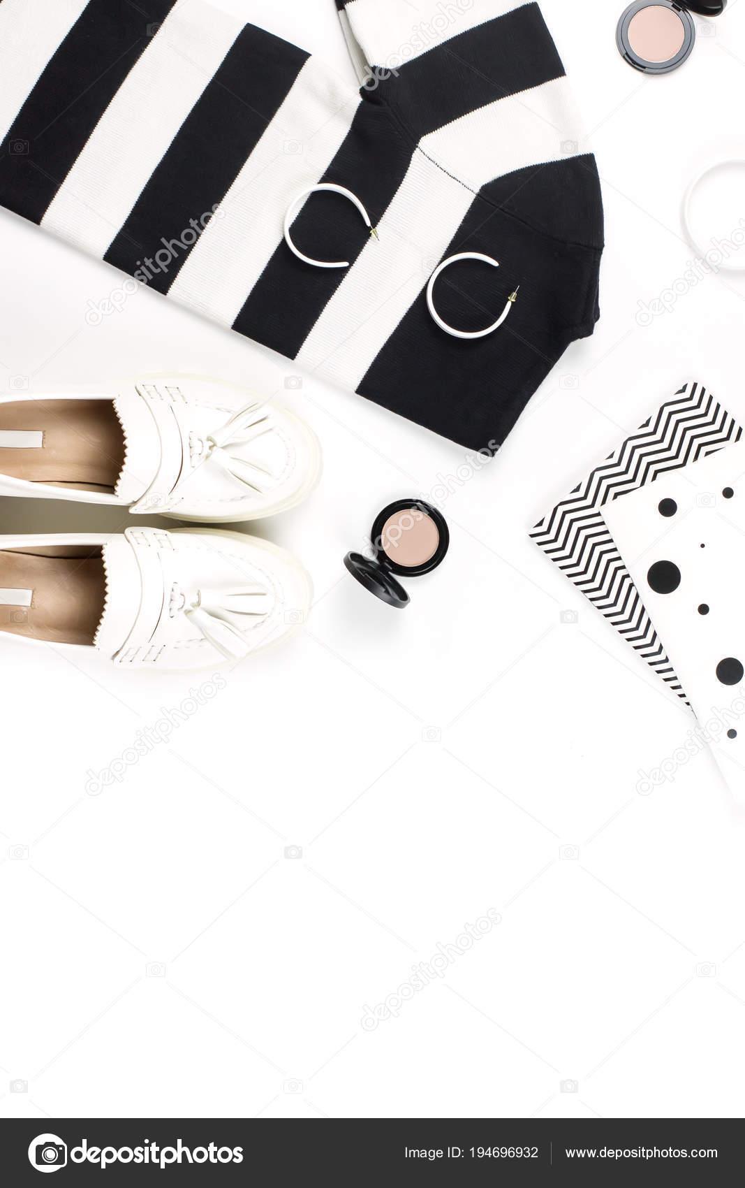 2496a4691609 Γυναίκα ρούχα casual στυλ και τη μόδα αξεσουάρ επίπεδη lay. Μοντέρνα σχέδια  και τυπωμένες ύλες έννοια — Εικόνα από marythepooh