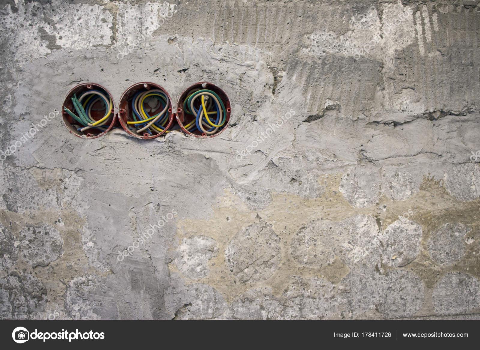 Steckdose Kunststoff Boxen Und Elektrische Kabel Der Wand ...