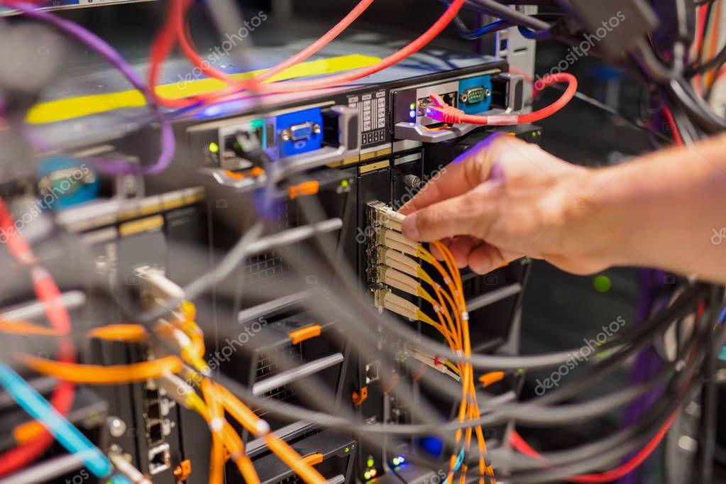 Это <b>соединительный</b> кабель сети консультанта в <b>выключатель</b> ...